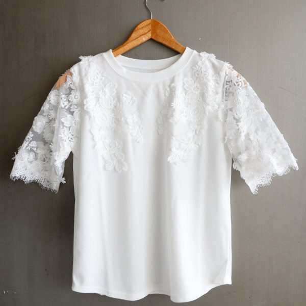 TOPS:袖レースカットソー