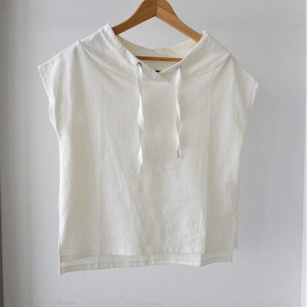 TOPS:フード風ネックTシャツ